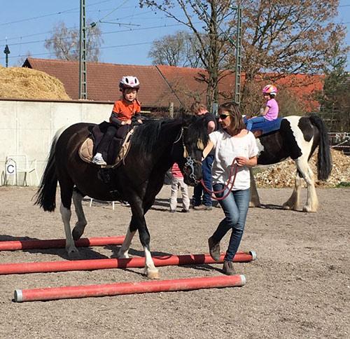 Spiel und Spaß mit Pferd